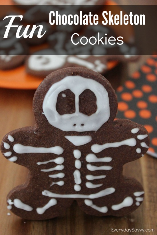 Looking for a fun treat for Halloween? Check out this chocolate skeleton cookies recipe made with a gingerbread man cookie cutter.