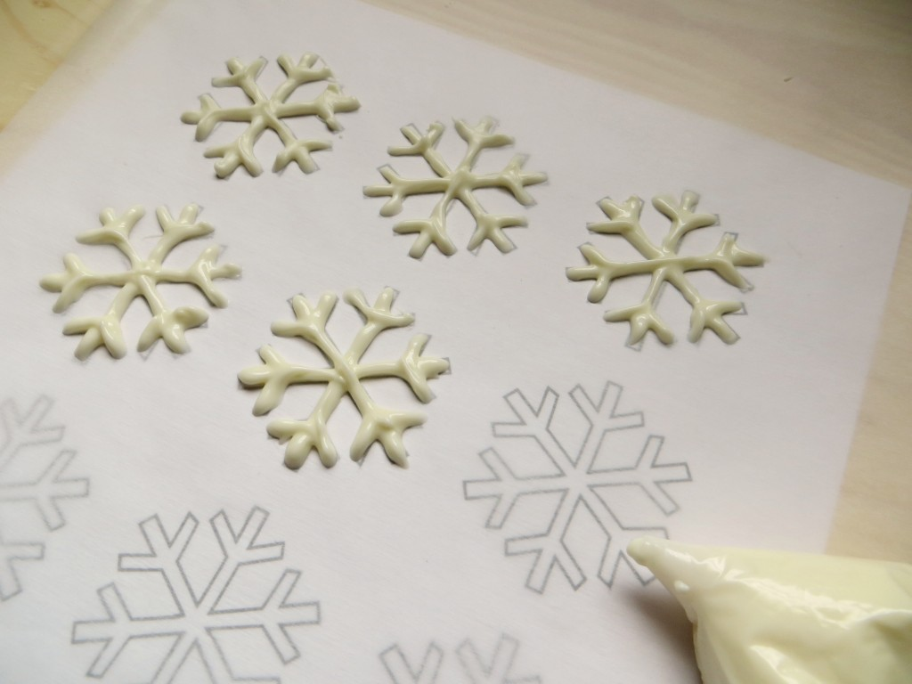 Snowflake Cupcakes Perfect for a Winter Themed or Frozen Party