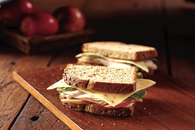 Check out this easy, tasty Sweet Heat Chicken Sandwich made with Oscar Mayer Deli Fresh lunch meats.
