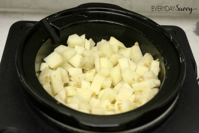 Check out this easy slow cooker garlic mashed potatoes recipe. Perfect for Thanksgiving or any day!