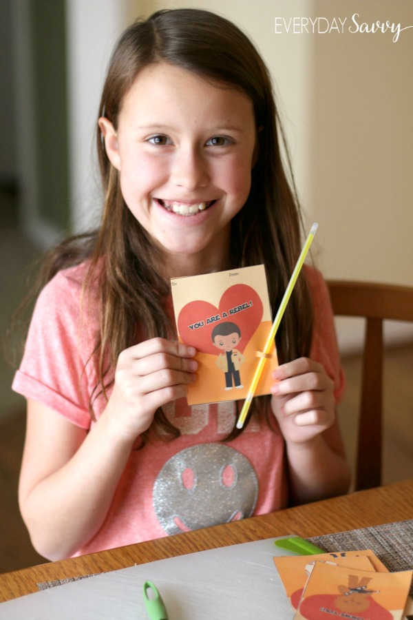DIY Star Wars Valentines Cards with free printable. Includes Rey, Finn, BB8 and Chewbacca. Instructions for DIY glowstick lightsaber. These are great for your kids to hand out at school and are perfect for both boys and girls. These are so simple to make and you only need a few supplies.