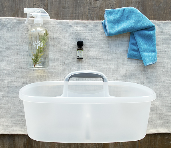 How to get a toxin free cleaning kit for free includes a glass spray bottle to use with essential oils.