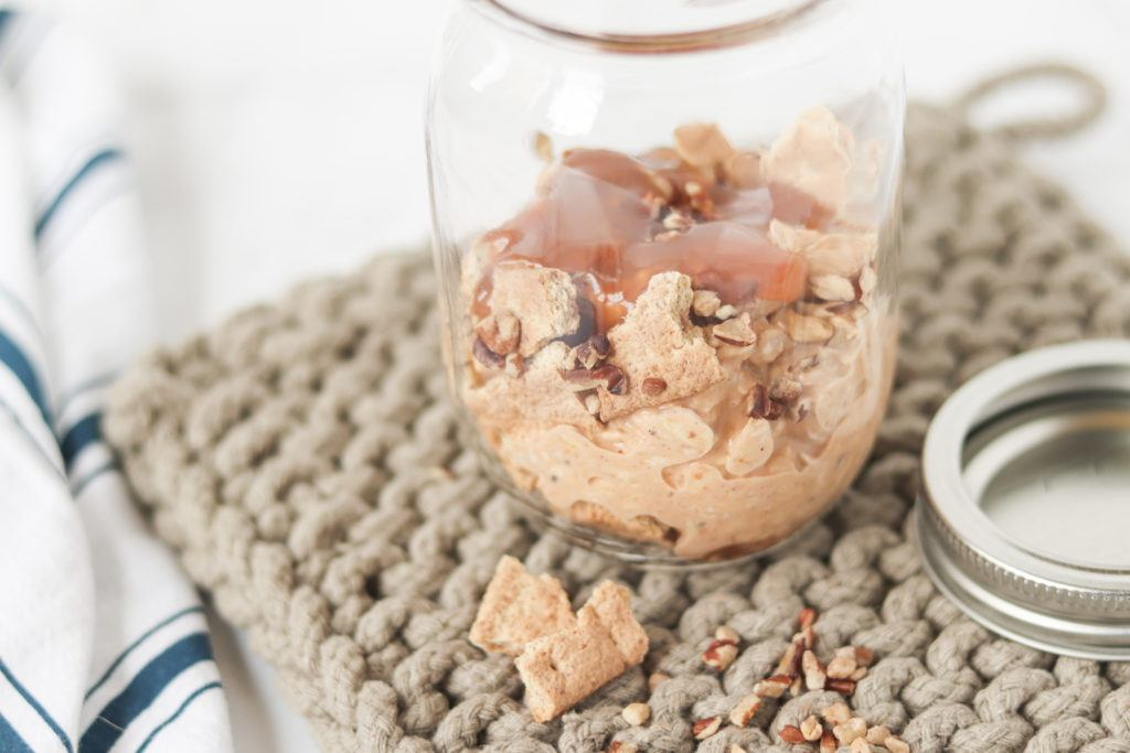 layers of pumpkin pie overnight oats in mason jar